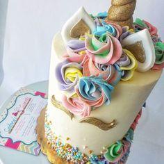 Summertime  Vibes 🦄  .  .  #SydneysSweets #summer #summertime #vibes #unicorn #unicorncake #goodmorning #cake #customcake #rosettes