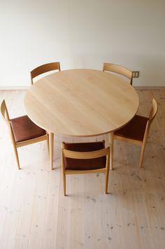 ブナ丸ダイニングテーブル(5本脚) 直径135cm / カグオカ Dining Room, Dining Table, Cool Designs, Architecture, Furniture, Home Decor, Chair, Arquitetura, Decoration Home