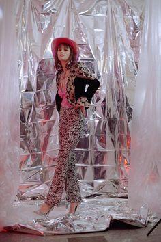 Cosmic Cowboy by Kalindy Williams - Fashion Grunge Cowgirl in the cosmic city by Kalindy Williams Space Fashion, Dope Fashion, Grunge Fashion, High Fashion, Fashion Design, Fashion Pants, Party Fashion, Fashion Shoot, Editorial Fashion