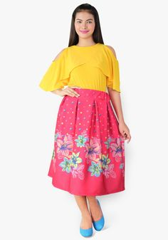 Get into a celebrity outfit today wearing this duo. Spandex convertible style top, neoprene floral skirt. We have to say, this look is simply inspiring and stunning!