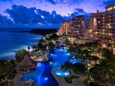 Fiesta Americana Grand Coral Beach is located on a private beach but is still close to Cancun's lively dining and nightlife.