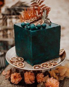 6 Wedding Cake Trends in 2020 Unique Cakes, Elegant Cakes, Creative Cakes, Black Wedding Cakes, Beautiful Wedding Cakes, Indian Summer, Wedding Cake Centerpieces, Individual Cakes, Fresh Flower Cake