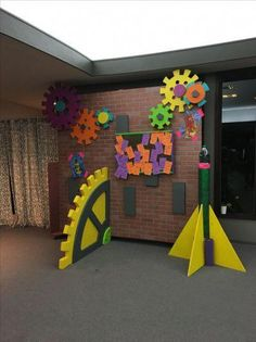 Maker Fun Factory idea for hallway ? Science Party, Science Fair, Science Room, Maker Fun Factory Vbs, Sunday School Rooms, School Fun, Art For Kids, Crafts For Kids, Vbs Themes