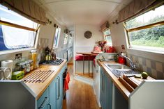 Beautiful narrowboat central london - Boats for Rent in London, Greater London, United Kingdom Narrowboat Kitchen, Narrowboat Interiors, House Boat Interiors, Tiny Living, Living Spaces, Canal Boat Interior, Sailboat Interior, Houseboat Living, Rent In London