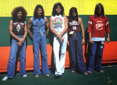 Pictured here is the 1978 Journey lineup– Neal Schon, Aynsley Dunbar, Gregg Rolie, Steve Perry and Ross Valory. The rock band that formed five years prior in and composed of a hodgepodge of former members of Santana and Frumious Bandersnatch. Aynsley Dunbar, Gregg Rolie, 70s Rock Bands, Journey Band, Neal Schon, Wheel In The Sky, Journey Steve Perry, The Band Perry, Steve Smith