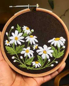 Sunny days are here! 💃🏼 the daisies are blooming in my back garden and on my hoops too! Garden flowers diy embroidery kit printed pattern linen hoop art home wall decor gift – Artofit Hand Embroidery Flowers, Hand Embroidery Tutorial, Flower Embroidery Designs, Hand Embroidery Stitches, Silk Ribbon Embroidery, Crewel Embroidery, Embroidery Hoop Art, Embroidery Techniques, Cross Stitch Embroidery