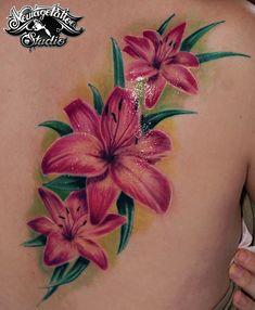 flower tattoo on my friend flower tattoo Lilly Flower Tattoo, Tropical Flower Tattoos, Plumeria Tattoo, Colorful Flower Tattoo, Lillies Tattoo, Hibiscus Tattoo, Beautiful Flower Tattoos, Pretty Tattoos, Tattoos 3d