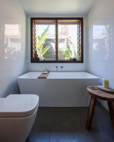 Small bathroom ideas are the best solutions for you when you live in a small home or small apartment. However, even though you have a small bathroom, you can still decor it using small bathroom ideas. Bad Inspiration, Bathroom Inspiration, Home Decor Inspiration, Architecture Design, Sustainable Architecture, Sustainable Design, Small Bathroom Colors, Diy Bathroom Decor, Bathroom Ideas