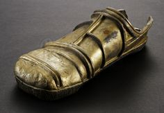 This is an original foot from the 1983 Science Fiction epic Star Wars Episode VI: Return of the Jedi. This particular foot was worn by a stunt performer for the shot where falls off the deck of Jabba's barge. Cosplay Armor, Cosplay Costumes, Halloween Costumes, Halloween 2015, Cosplay Ideas, Prop Store, Custom Action Figures, Geek Stuff, Diy Stuff