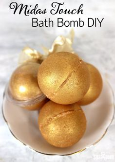 Gold Sparkle Bath Bombs | 10 Easy DIY Bath Bomb Recipes For A More Glorious Bath Time! | Homemade Beauty Recipes by Makeup Tutorials at http://makeuptutorials.com/easy-diy-bath-bomb-recipes-for-a-more-glorious-bath-time/
