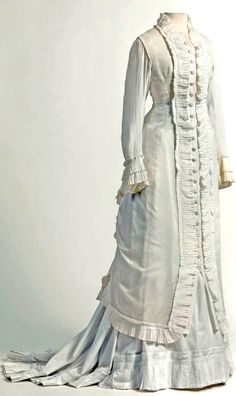 Dress in cambric, decorated with pleated flounces, 1875-80. Mode Museum, Antwerp, via Wikimedia Commons