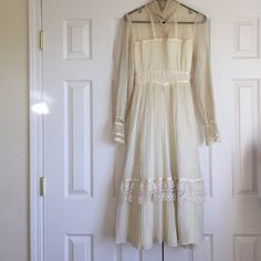 Vintage Gunne Sax by Jessica Dress 9 free people Wow!!! Lovely cream lace and Pearl vintage dress by Gunne Sax by Jessica.  This dress is size 9 and is in perfect condition.  The only flaw is that it is missing a couple of buttons on the sleeve which is an easy fix.  Beautiful lace detail.  An amazing vintage dress. Ties and zips in back. Vintage Dresses Maxi