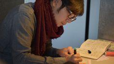 Mickeyman à sa table à dessin à la Maison des auteurs, Angoulême - Photographie Alain François