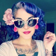 Rockabilly retro hair and make up Rockabilly Style, Rockabilly Fashion, Rockabilly Makeup, Rockabilly Girls, Rockabilly Outfits, My Hairstyle, Retro Hairstyles, Gyaru, 50s Hair Tutorials