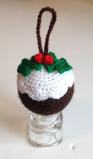 Fantastico Sooz In The Shed…: Crochet Christmas Pudding Bauble – free tutorial - Uncinetto - Motivi Per Uncinetto Crochet Christmas Decorations, Christmas Crochet Patterns, Crochet Decoration, Crochet Ornaments, Holiday Crochet, Christmas Knitting, Crochet Gifts, Crochet Toys, Christmas Makes