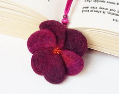 Needle Felted Wool Bookmark Violet Pansy Flower Sculpture Christmas Valentines Mother's Day Present Decoration Miniature Collection Wool Felt, Felted Wool, Felt Bookmark, Bookmarks Kids, Mothers Day Presents, Embroidery Patterns Free, Craft Bags, Felt Diy, Felt Hearts