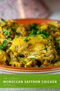 Moroccan saffron chicken tagine is an aromatic dish, very easy and has amazing flavors! Serve this dish with couscous for an authentic and traditional meal. Best Chicken Recipes, Turkey Recipes, Dinner Recipes, Duck Recipes, Dinner Ideas, Saffron Chicken, Morrocan Food, Saffron Recipes, Tagine Recipes