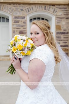 #whitelilylane #utahflorist #bridalbouquet photo cred : photographybyjasmine.com @epilmer