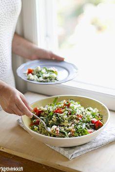 Valmista gluteenitonta kasviskuskusta kukkakaalista! Helppo feta-kukkakaalikuskus maistuu sellaisenaan tai vaikka grillatun lihan kanssa.