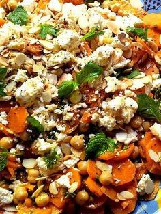 Moroccan-Spiced Carrot and Chickpea Salad with Mint & Almonds: a versatile vegetarian dish that keeps beautifully in the fridge Veggie Recipes, Salad Recipes, Vegetarian Recipes, Dinner Recipes, Cooking Recipes, Healthy Recipes, Vegetarian Dish, Mint Recipes, Cooking Tips