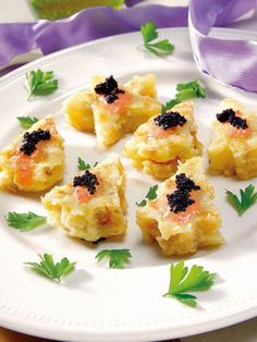 Canapés de tortilla y huevas Christmas Mix, Ceviche, Appetisers, Appetizer Recipes, Sushi, Food And Drink, Cooking Recipes, Snacks, Eat