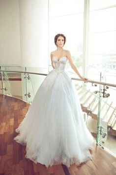 sweetheart ballgown wedding dress. NURIT HEN 2013 COLLECTION
