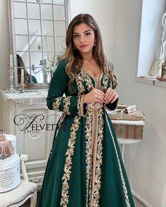 Moroccan Kaftan Dress, Caftan Dress, Arabic Dress, Arab Fashion, Fashion Women, Prom Dresses Long With Sleeves, Dress Long, Traditional Dresses, Evening Gowns