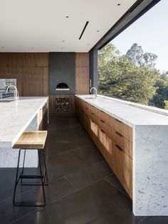 The Oak Pass House designed by Walker Workshop sits atop a ridge site with panoramic canyon views. The property's topography and landscape were the primary drivers for the house's design #kitchen