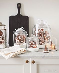 Keep sweets on display, like this tasty kitchen vignette with gingerbread cookies. & Photographer: Angus Fergusson & Designer: Produced by Morgan Michener and Joel Bray Source by houseandhome Gingerbread Christmas Decor, Outside Christmas Decorations, Gingerbread Decorations, Christmas Home, Christmas Crafts, Gingerbread Cookies, Gingerbread Houses, Gingerbread House Decorating Ideas, White Gingerbread House