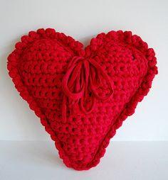 Zpagetti hart | Pattern Crochet Cushions, Crochet Motif, Crochet Flowers, Crochet Stitches, Crochet Patterns, Crochet Hearts, Hart Pattern, Free Crochet Bag, Diy Crochet