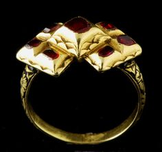 Magnificent and rare gold cluster ring. The shoulders of the hoop are finely chiseled with floral design filled with black enamel.  17th cent.