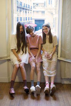 3 stylish girls dressed in nudes and pastels Fashion Week, Look Fashion, Fashion Beauty, Womens Fashion, Mode Style, Style Me, Mode Pastel, Pastel Style, Fashion Designer