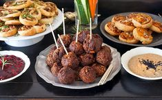 Bezmasé švédské kuličky Vegan Hors D Oeuvres, Vegan Party Food, Vegan Food, Vegan Recipes, Cooking Recipes, Hors D'oeuvres, Tempeh, Party Snacks, Raw Vegan