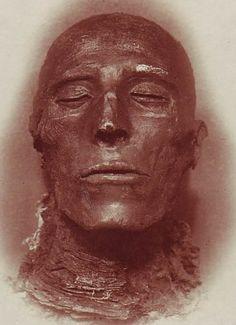 máscara mortuoria del faraón Seti I encontrada en su momia por Emil Brugsch (1842-1930)