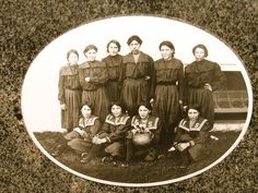 The 1904 girls' World Champion basketball team from the Fort Shaw Indian Boarding School Native American History, Native American Indians, Native Americans, Women In History, World History, Indian Boarding Schools, Indian Residential Schools, Girls World, Basketball Teams