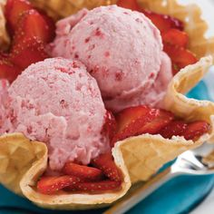 Vanilla Ice Cream With Fruit Blend - Homemade Ice-Cream Recipes - Southernliving. Serve this soft right out of the ice-cream maker's container, or freeze it for a firmer consistency. Recipe: Vanilla Ice Cream With Fruit Blend Fruit Ice Cream, Ice Cream Treats, Strawberry Ice Cream, Best Homemade Ice Cream, Best Ice Cream, Homemade Vanilla, Homemade Food, Sorbet, Gelato