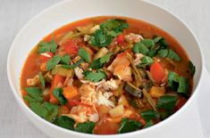 Gordon Ramsay& cod and tomato chowder recipe - goodtoknow Chowder Recipes, Seafood Recipes, Dinner Recipes, Fish Recipes, Chef Gordon Ramsay, Cabbage Soup Diet, Healthy Soup Recipes, Healthy Food