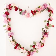 3 Gorgeous Ways to Include Flowers at Your Galentine's Day Party Valentine Theme, Valentines Day Weddings, Little Valentine, Valentines Day Party, Valentines Day Decorations, Vintage Valentines, February Baby Showers, Valentine's Day, Holiday Festival