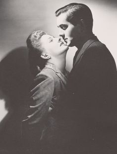 Portrait of Joan Fontaine and Tyrone Power in This Above All directed by Anatole Litvak, 1942 Golden Age Of Hollywood, Vintage Hollywood, Hollywood Stars, Classic Hollywood, Hollywood Couples, Hollywood Icons, Hollywood Glamour, Tyrone Power, Loretta Young