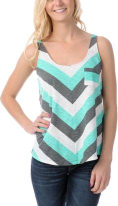 La camiseta es muy bonita, y es perfecta para el verano. Llevar la camiseta de la playa, el parque, y más. La camiseta está azul, y blanca, y gris, y tiene rayas. El precio de la camiseta esta treinta dólares, y quiero mucho.
