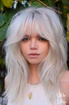 Ice Blonde Layers ★ The best medium length hairstyles for long thick hair to emphasize your beauty! Medium Blonde Hair, Platinum Blonde Hair, Blonde Hair Bangs, Blonde Hair With Fringe, Ice Blonde Hair, Medium Hair Styles, Curly Hair Styles, Perfect Bangs, Long Shag Haircut