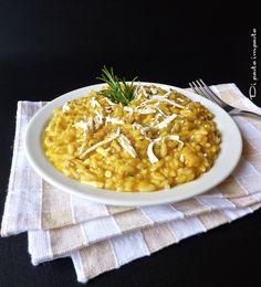 Knetet Teig: Risotto mit Kürbiscreme mit Ricotta-Käse und Rosmarin
