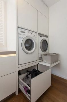 Best Small Farmhouse Laundry Room Design Ideas To Look Bigger Laundry Room Layouts, Small Laundry Rooms, Laundry Room Organization, Storage Organization, Utility Room Designs, Utility Room Ideas, Laundry Room Inspiration, Farmhouse Laundry Room, Laundry Cupboard