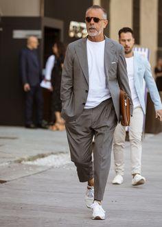 Italian Mens Fashion, Older Mens Fashion, Suit Fashion, Look Fashion, Fashion Styles, Style Gentleman, Dapper Gentleman, Burberry Men, Gucci Men
