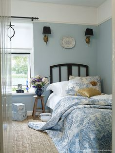 cottage interiors bedroom - Futura Home Decorating Cozy Cottage, Cottage Homes, Cottage Style, Welsh Cottage, Maine Cottage, Blue Rooms, Blue Walls, Shabby, Cottages By The Sea