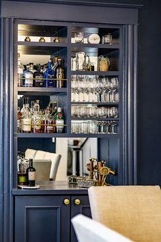 Dinning Room Bar, Retro Dining Rooms, Dining Nook, Dining Room Design, Built In Bar Cabinet, Home Bar Cabinet, Built In Cabinets, Drinks Cabinet, Home Wet Bar