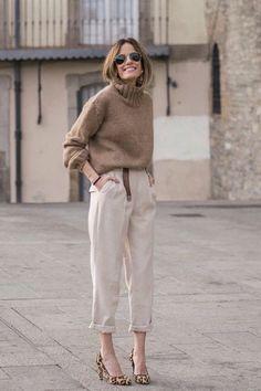 Look chic: 5 truques de estilo para parecer mais chic e rica Casual but still elegant . heels are b Mode Outfits, Chic Outfits, Winter Outfits, Fashion Outfits, Spring Outfits, Ootd Winter, Classy Outfits, Trendy Outfits, Fashion Mode