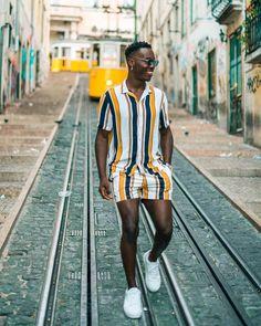 Looks de primavera para homens Dope Fashion, Retro Fashion, Fashion Quiz, 2000s Fashion, School Fashion, Grunge Fashion, Fashion History, Modest Fashion, Fashion Pants