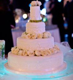 Matrimonio in spiaggia. Wedding cake personalizzata per un matrimonio da sogno