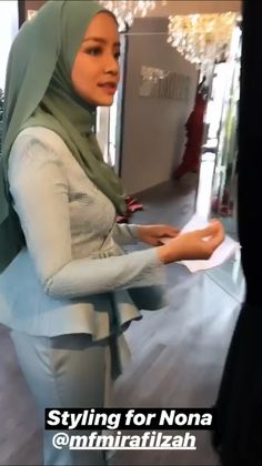Arab Girls Hijab, Girl Hijab, Muslim Girls, Muslim Women, Beautiful Hijab, Hot Dress, Tight Dresses, Asian Beauty, Sexy